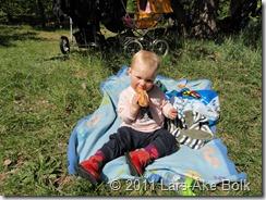 Julia äter korv